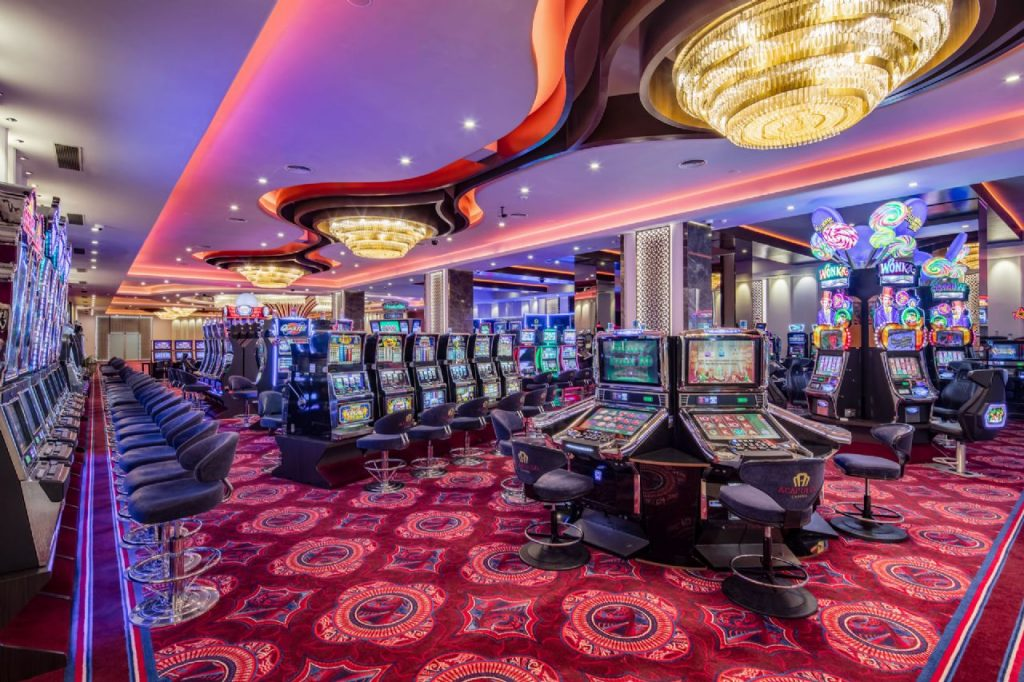 Three Easy Methods The Professionals Use To Advertise Casino